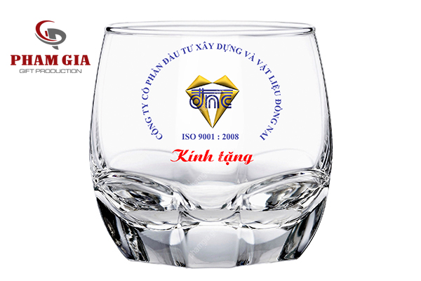 in logo lên thủy tinh - quà tặng doanh nghiệp
