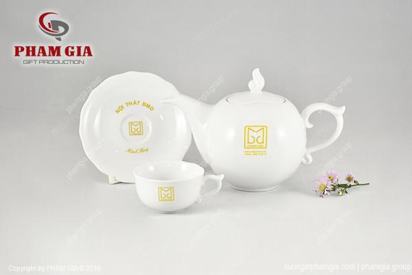 in logo lên bộ trà gốm sứ
