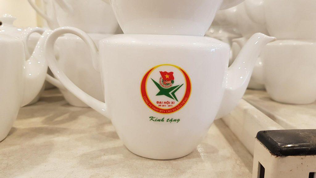 In logo lên bình trà